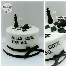 A chess cake; the figures are handmade from gumpaste *** Eine Schach - Torte; die Spielfiguren sind modelliert aus Blütenpaste