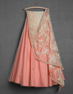 Pretty n simple lehenga Indian Lehenga, Lehenga Designs, Indian Dresses, Indian Outfits, Indian Clothes, Pakistani Outfits, Pakistani Clothing, Indian Attire, Indian Wear