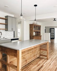 10 Tips on How to Build the Ultimate Farmhouse Kitchen Design Ideas Farmhouse kitchen decor Kitchen Redo, New Kitchen, Kitchen Remodel, Kitchen Ideas, Kitchen Inspiration, Kitchen Designs, Minimal Kitchen, Kitchen Dinning, Family Kitchen