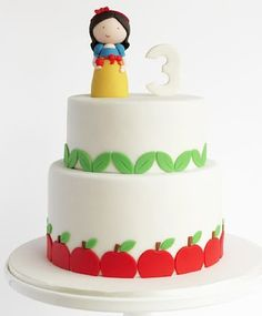 A simple Snow White by Peace of Cake.