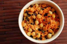 Curried Chickpea Salad with Currants and Carrots Chickpea Salad Recipes, Healthy Salad Recipes, Healthy Foods, Healthy Eating, Best Salads Ever, Best Curry, Bulgur Salad, Potluck Recipes, Potluck Meals
