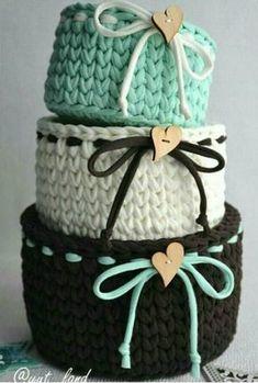 ideas crochet rug yarn trapillo for 2019 Crochet Bowl, Crochet Basket Pattern, Knit Basket, Crochet Crafts, Crochet Yarn, Crochet Projects, Crochet Patterns, Crochet Baskets, Rope Basket
