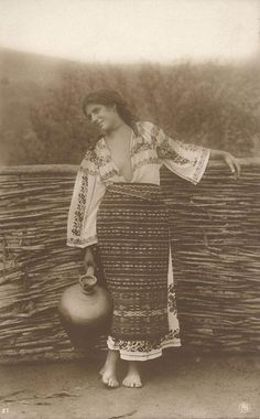 Romanian girl in her peasant costume back in Folk Costume, Costumes, Romania People, Romanian Girls, Boho Life, Folk Embroidery, Medieval Clothing, Vintage Photographs, Historical Photos