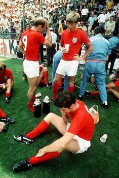 1970 World Cup Quarter Final at Leon: England team resting before playing extra time, Germany drew level to force extra time after England were up. The final result after extra time ended in Germany 3 England English Football Teams, Pure Football, Retro Football, World Football, Vintage Football, Football Match, Football Pictures, Football Soccer, England Football Players