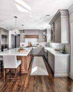 Most of us love #whitekitchens but sometimes we want to go a step further without taking too many risks and not becoming too #trendy – that's where you choose grey #cabinets. Grey #kitchens tend to be a balance between trendy and #classic, and this #kitchen designed by @the_brothers_stonington is just that! Go to the #blog (HomeBunch.com) to see all sources and #paintcolors!  @chrisveithinteriors