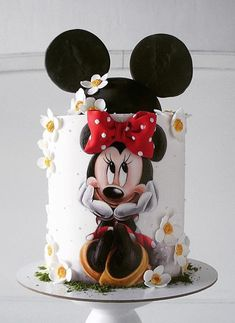 Minnie Mouse Daisy Cake with Bow & Mouse Ears - Cake Decorating Dıy Ideen Bolo Mickey, Mickey And Minnie Cake, Minnie Mouse Birthday Cakes, Mickey Cakes, Baby Birthday Cakes, Mickey Birthday, Mickey Party, Daisy Cakes, Bolo Cake