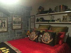 Interior best of harry potter bedroom ideas design and choice Estilo Harry Potter, Deco Harry Potter, Harry Potter Bedroom, Harry Potter Merchandise, Theme Harry Potter, New Room, Room Inspiration, Bedroom Decor, Bedroom Ideas