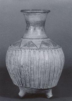 Twin-spouted vessel (Period: Iron Age III Date: ca. 7th–6th century B.C. Geography: Northwestern Iran Culture: Iran Medium: Ceramic Dimensions: 10.43 in. (26.49 cm) Classification: Ceramics-Vessels Credit Line: Rogers Fund, 1966)