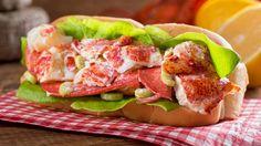Une recette de guedille de homard à l'avocat, présentée sur Zeste.tv.