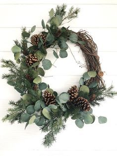 Eucalyptus and Pine Winter Wreath, Rustic Christmas Wreath, Farmhouse Christmas . Eucalyptus and Pine Winter Wreath, Rustic Christmas Wreath, Farmhouse Christmas Eukalyptus-und Kief Christmas Door Wreaths, Holiday Wreaths, Holiday Decor, Winter Wreaths, Simple Christmas Decorations, Christmas Flowers, Winter Decorations, Christmas Trees, Spring Wreaths