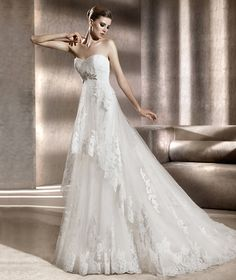 Pronovias vous présente la robe de mariée Bergamo. Costura 2012. | Pronovias