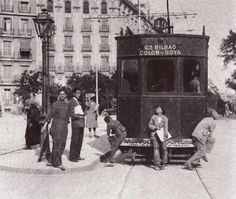 Tramway 49 at Alonso Martínez Square, Madrid, Bilbao, Best Hotels In Madrid, Madrid Travel, Foto Madrid, Railroad History, Most Beautiful Cities, Rest Of The World, Old Pictures, Vintage Photography