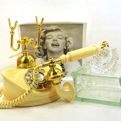 OMG! I've been seeking a phone like this! Forget the Marilyin Photo lol