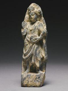 A SMALL GANDHARAN SCHIST STANDING FIGURE OF A BODHISATTVA 2ND / 3RD CENTURY