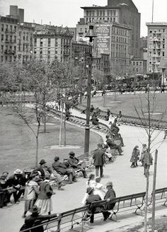 Circa 1905. Mulberry Bend, New York City. The name was changed to Columbus Park in 1911