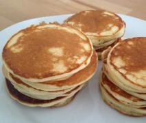 Original amerikanische Pancakes, die Besten die ich je gegessen habe Original American pancakes, the best I've ever eaten from Abel. A Thermomix ® recipe from the category baking sweet www.de, the Thermomix ® community. Cakes Originales, Waffles, Best Pancake Recipe, Pancake Recipes, American Pancakes, Crepes, Food Inspiration, Sweet Recipes, The Best