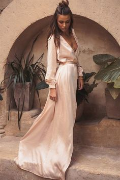 30 Stylist Fall Wedding Guest Dresses Ideas - Beauty of Wedding wedding guest outfit 30 Stylist Fall Wedding Guest Dresses Ideas Cooler Look, Mode Boho, Estilo Boho, Mode Outfits, Skirt Outfits, Mode Inspiration, Dress Me Up, Dress Long, Long Sleeve Blush Dress