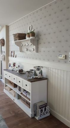Riviera Maison interieur White Shutters, White Cottage, Scandi Style, Living Styles, White Houses, Country Chic, Girl Room, Home Kitchens, Painted Furniture