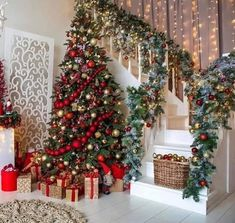 Front Door Christmas Decorations, Christmas Tree Themes, Christmas Traditions, Holiday Decor, Rustic Christmas, Christmas Home, Blue Christmas, Christmas Staircase, Theme Noel