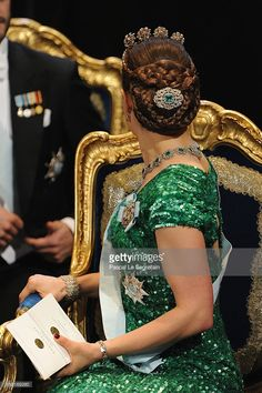 Crown Princess Victoria of Sweden wearing the Bernadotte Emerald Parure and the The Four Button Tiara with an Elie Saab Spring 2012 RTW Green Sequin Gown. Royal Crowns, Royal Tiaras, Tiaras And Crowns, Royal Crown Jewels, Princess Victoria Of Sweden, Crown Princess Victoria, Princess Mary, Princess Caroline, Princesa Real