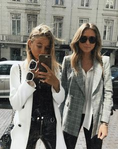 Very stylish looks. Besties, Bestfriends, Look 2018, Fashion Killa, Fashion Trends, Looks Street Style, Inspiration Mode, How To Pose, Friend Photos