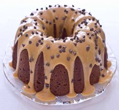 Chocolate Chip Peanut Butter Pound Cake with Peanut Butter Glaze! Not a fan of pound cake but this looks yummo! Choco Chips Cake, Chocolate Chip Pound Cake, Chocolate Peanut Butter, Chocolate Cake, Decadent Chocolate, Chocolate Chips, Peanut Butter Glaze Recipe, Chocolate Cherry, Köstliche Desserts