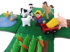 Felt barn and barnyard animals - barn opens up to be the barnyard. The Barnyard, Barnyard Animals, Felt Diy, Felt Crafts, Manta Animal, Felt Play Mat, Play Mats, Felt Quiet Books, Diy Toys