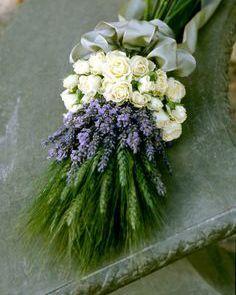 Hochzeitsstrauß mit Lavendel, Rosen und Ähren