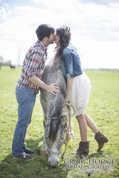Country Engagement Picture with Horse! Hopkinsville Craig Hodge Photography