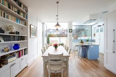 Modern kitchen by Holland and Green. https://www.homify.co.uk/ideabooks/38325/a-sky-high-extension