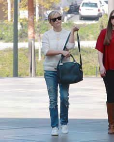 reese-witherspoon-in-jeans-out-shopping-in-los-angeles-0602_2.jpg (1200×1495)