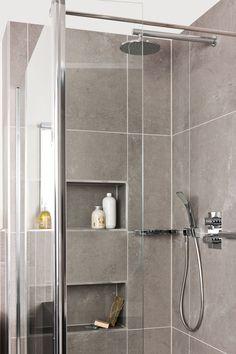 Volledige ontspanning in badkamer Orion, met een hamamuitstraling en –elementen. Knus en uiterst compleet. Door het gebruik van grote tegels oogt deze badkamer zeer ruim. Ook geschikt voor de wat kleinere huishoudens.