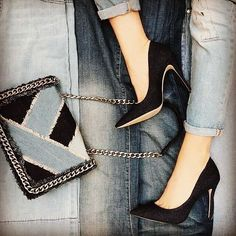 Fabulosos #shoes & #handbag ❤️❤️❤️❤️ #luxury #shoelover #shoegasm #favorite #womenshoes #loveya #instagram #instashoes #instastyle #myshoes #outfit #outfitoftheday #spring #accesorios #jeans #new #needit #fashionista #fashionlover #newshoes #yoamoloszapatos #pumpshoes