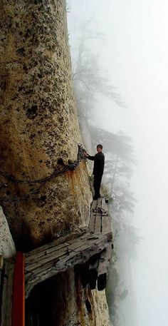 The World�s Most Dangerous Hike, Mount Huashan | Marvel Mountain