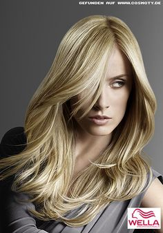 Lnges Haar in verschiedenen Blond-Tönen gesträhnt / Frauen