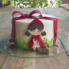Little red ridding hood cake Pretty Cakes, Cute Cakes, Beautiful Cakes, Fondant Cakes, Cupcake Cakes, Decors Pate A Sucre, Red Riding Hood Party, Red Ridding Hood, Girly Cakes
