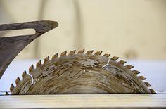 TEHDÄÄN HYVIN | HANDMADE QUALITY Työvaihe: Runkokomponenttien valmistus | Craft: Frame component manufacturing Tuotantolinja: Sohvat | Production line: Sofas  #pohjanmaan #pohjanmaankaluste #käsintehty