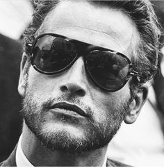 Could a man be any more handsome than Paul Newman. The March On Washington, Paul Newman (with a reflection of the Lincoln Memorial in his sunglasses. Hollywood Stars, Classic Hollywood, Old Hollywood, Gorgeous Men, Beautiful People, Old School Style, Paul Newman Joanne Woodward, Hipster Stil, Cinema Tv