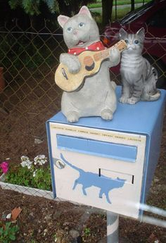 Les chats-You just knew a kitty mailbox had to show up on this board
