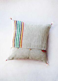 injiri-ahir-16-pillow-2_580x@2x.jpg (1100×1540)