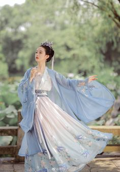 Chinese Clothing Traditional, Traditional Fashion, Traditional Dresses, Model Outfits, Japanese Outfits, Hanfu, Asian Fashion, Fashion Women, Kimono Fashion