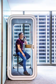 Office Phone Booth Framery O Office Privacy Pod Green Clean Designs Modern Office Desk, Smart Office, Cool Office, Office Spaces, Contemporary Office, Office Furniture Design, Office Interior Design, Office Interiors, Phone Boot