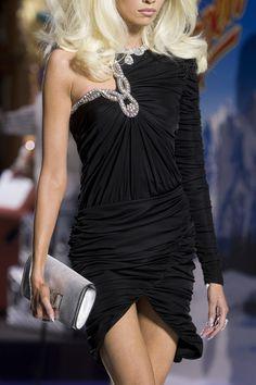 Moschino at Milan Fashion Week Fall 2019 - Details Runway Photos Black Luxury, All Black Everything, Milan Fashion Weeks, Luxury Beauty, Moschino, Fashion Show, Runway, Elegant, Formal Dresses