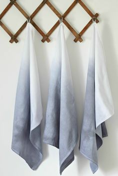 Dip Dye Tea Towels DIY Projects Craft Ideas & How To's for Home Decor with Videos Want to know how to ombre dip dye? You can use it in a lot of craft projects. If you love the ombre, you'll love this DIY project that uses tea towels! Light Blue Kitchens, Le Grand Bleu, Towel Crafts, Diy Ombre, How To Dye Fabric, Dip Dye Fabric, Dyeing Fabric, Textiles, Easy Diy Crafts