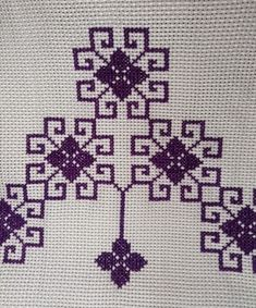 Cross Stitch Art, Cross Stitch Designs, Baby Knitting Patterns, Diy And Crafts, Hand Embroidery Flowers, Embroidered Towels, Cross Stitch Samplers, Crochet Granny Squares, Crewel Embroidery