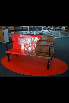 This kit kat advertisement uses the bench to complement their slogan 'take a break' to their target audience. The overall bench is very eye catching because of it's vivid bright colors. Graffiti, Guerilla Marketing, Street Marketing, Marketing Ideas, Creative Advertising, Advertising Ideas, Weird World, Cool Stuff, Funny Stuff