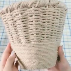 Newest Cost-Free Yarn diy step by step Strategies 0 Awesome DIY Projects that You've Never Heard of. Upside-Down Tomato Planter Diy Crafts Hacks, Diy Home Crafts, Diy Craft Projects, Diy Projects Videos, Basket Crafts, Jute Crafts, Rope Basket, Basket Weaving, Hand Weaving