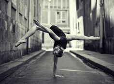 An unusual Ballet Dancer a outdoor picture by photographer Little Shao. Related to: photos ,Black & White ,dance ,outdoor ,ballet Amazing Dance Photography, Ballet Photography, Fitness Photography, Street Photography, Landscape Photography, Dance Aesthetic, Foto Sport, Dance Like No One Is Watching, Dance Movement