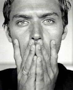 : Jude Law  cant resist even if I tried