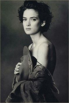 Of course you can always count on an interesting photo from Annie Leibovitz, but I really like this portrait photo of Winona Ryder. Annie Leibovitz Fotos, Annie Leibovitz Portraits, Anne Leibovitz, Annie Leibovitz Photography, Winona Ryder, Shooting Studio, Winona Forever, Portrait Studio, Liza Minnelli